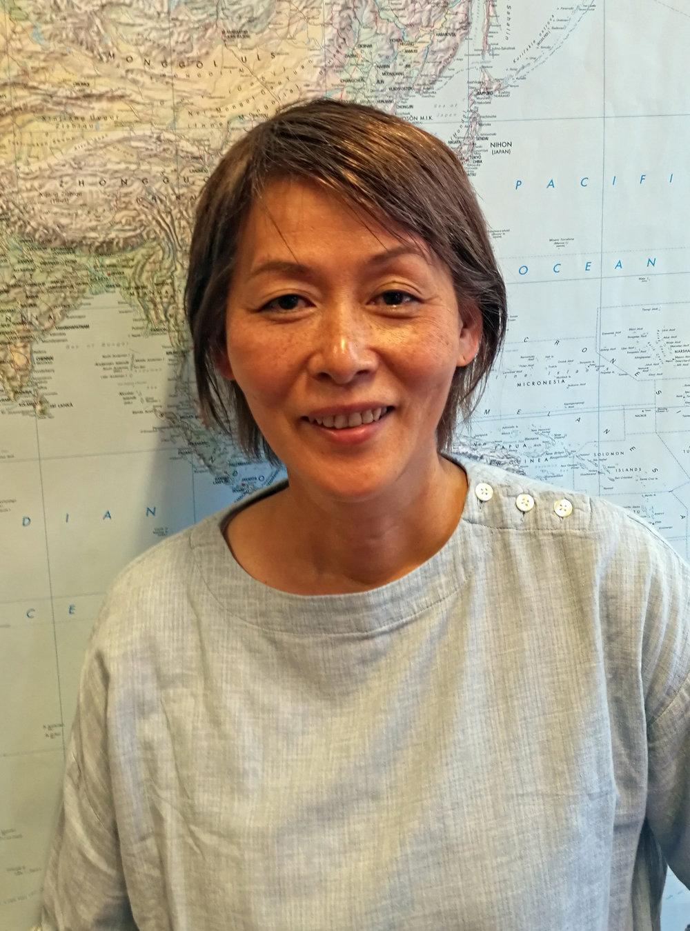 Hiroko Ishige  Lærer på Backpack Japan. Hiroko kommer fra Tokyo, og var elev ved skolen i 1996/97. Etter å ha lært seg norsk her, har hun arbeidet med reiseliv i Japan, og har flere ganger vært i Norge.