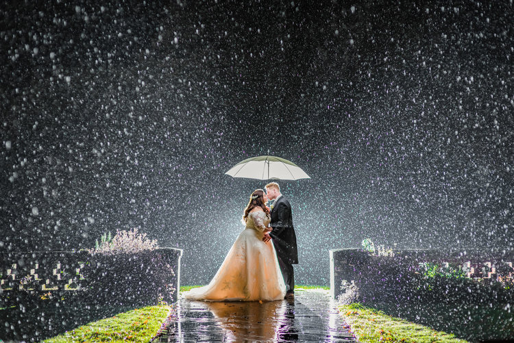 Hollie craig bartley lodge hotel dm photography hampshire weddings in the rain rain on your wedding day junglespirit Gallery