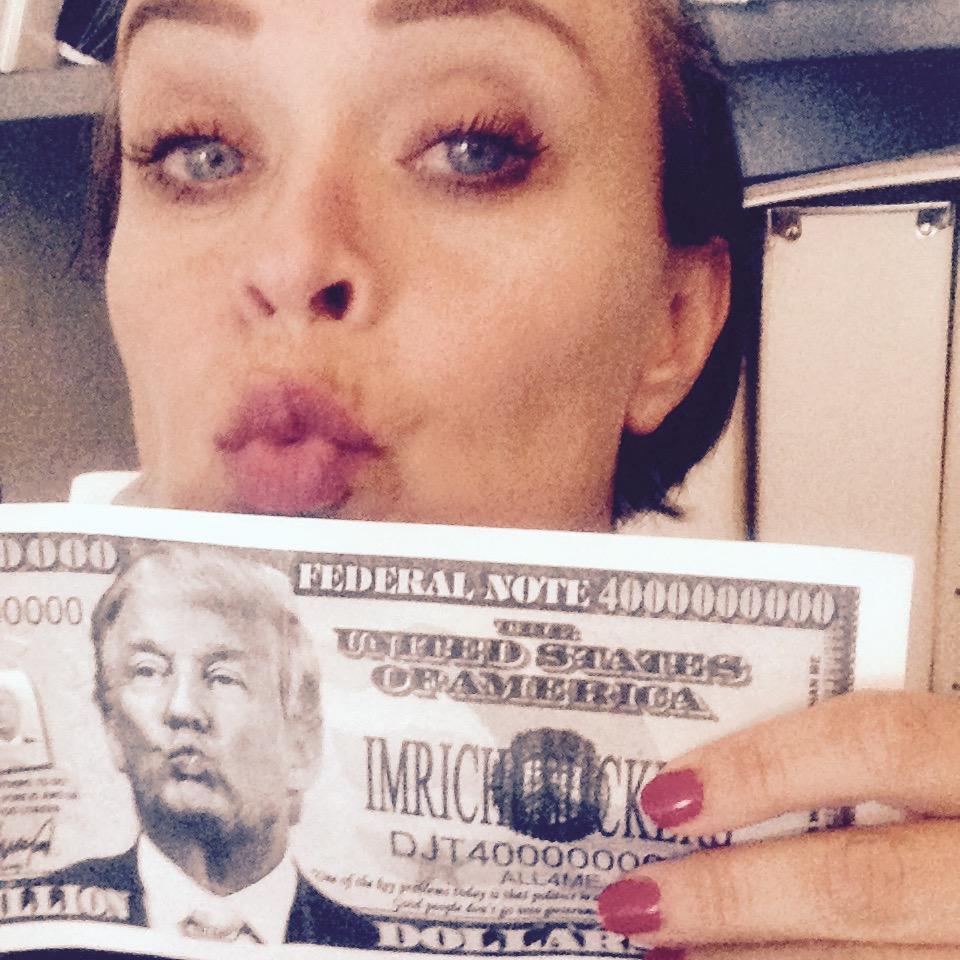 En velment gave til opprettholdelse av kunstnerinnens slaraffenliv.8 milliarder Trump-Dollar kommer godt med ;)