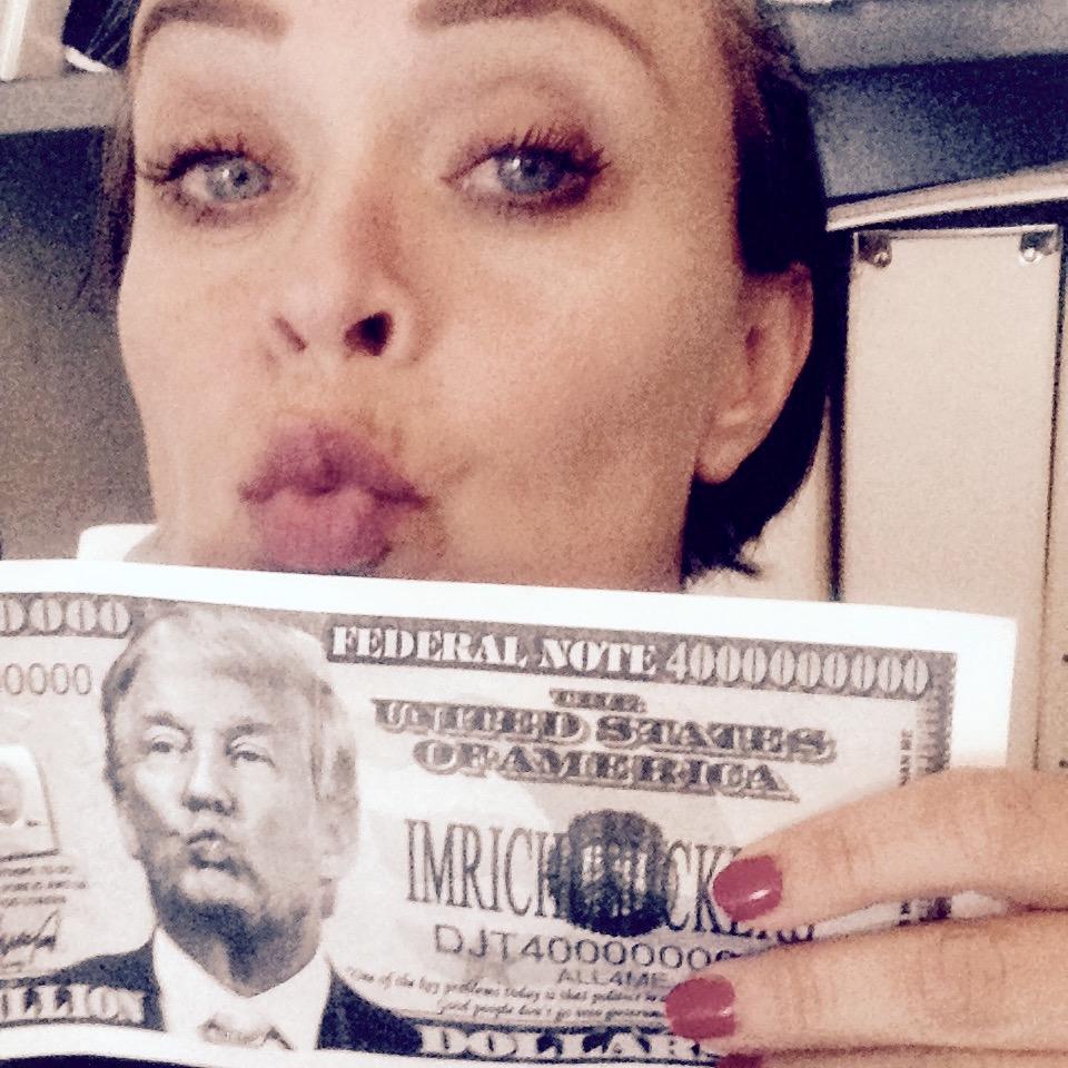 Gaven fra Dr. Michael Gresalfi, tidl.uavhengig nasjonal sikkerhetsrådgiver i Trump-regjeringen. 8 milliarder Trump-Dollar kommer godt med nå ;)  Les mer...