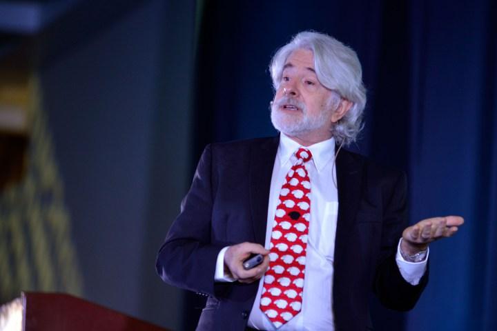 Leonardo Garnier en conferencia en el CIIE 2015.