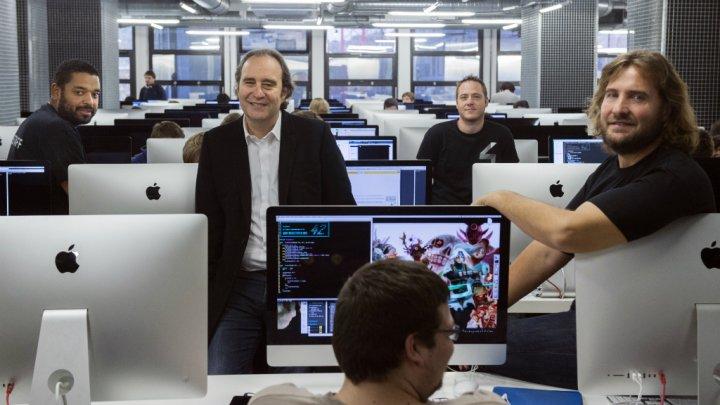 Xavier Niel en las instalaciones de École 42 /Martin Bureau, AFP.