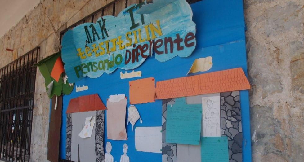 Mural en la escuela secundaria Tetsijtsilin / El País