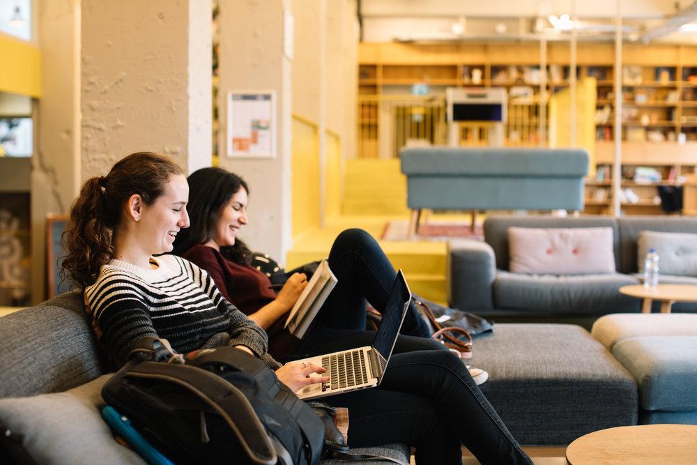Un nuevo estudio ha encontrado que los estudiantes quieren recibir notificaciones que los comparan con sus compañeros de clase en lugar de solo recibir notificaciones sobre su propio rendimiento. -