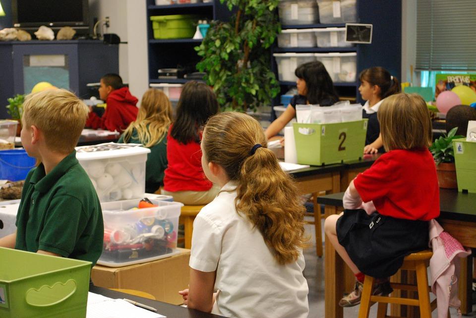 Nueve de cada diez padres en Estados Unidos piensan que su hijo tiene un desempeño promedio o superior al promedio en matemáticas y lectura, pero datos de la National Assessment of Educational Progress muestran que sólo un tercio de los estudiantes son competentes en esas materias. - Foto: Pixabay