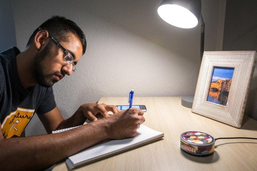 Los dispositivos serán proporcionados a estudiantes de ingeniería para prepararlos para desarrollar habilidades en el campo de la tecnología de voz. - Foto: ASU