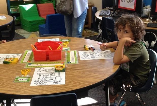 Un nuevo estudio muestra una relación positiva entre la edad de inicio de la escuela y el desarrollo cognitivo de los niños. Además, ingresar a una edad mayor aumenta el rendimiento universitario y reduce la probabilidad de ser encarcelado. - Foto: Pixabay