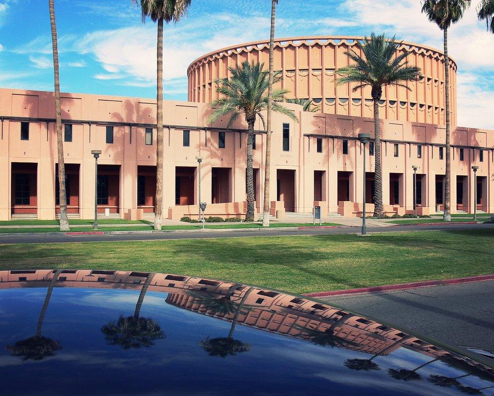 La Universidad Estatal de Arizona (ASU) - Campus Tempe,una universidad pública fundada en 1885, es la universidad más innovadora de los Estados Unidos de acuerdo a un ranking publicado por U.S. News & World Report. - Foto: ASU Tempe por Wars / Wikimedia Commons.