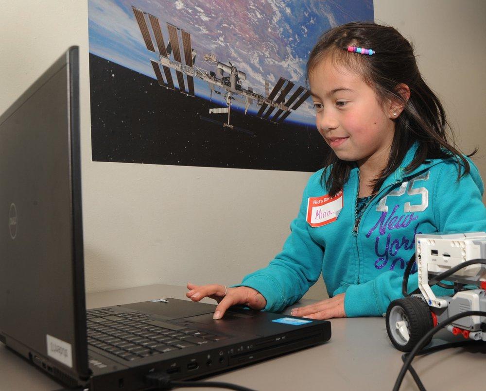 La inversión está diseñada para expandir la educación de tecnologías de la información y cerrar la brecha de habilidades. -