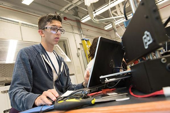 Investigadores destacan las tendencias de diseño emergentes para mejorar el aprendizaje con tecnología en el futuro. -