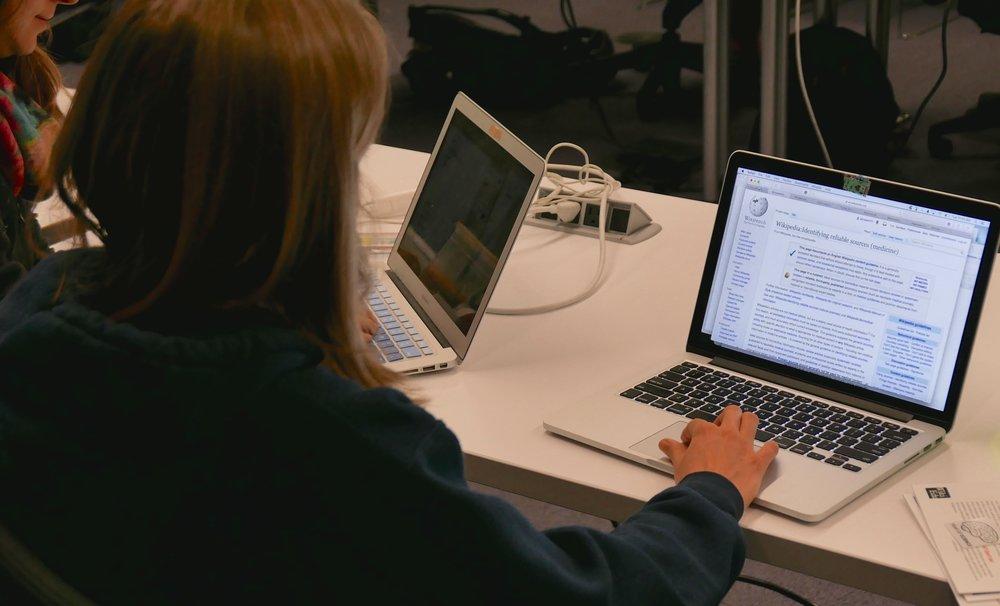 Los investigadores destacan que más de la mitad de los estudiantes prefieren clases que usan herramientas digitales, y la mayoría siente que la tecnología le ha ayudado a mejorar sus calificaciones. -