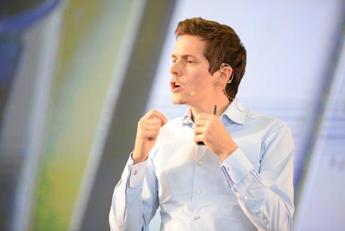 Pierre Dubuc, cofundador y CEO de OpenClassrooms,aseguró que los estudiantes se quejan de la falta de oportunidades laborales y los empleadores, de la falta de talento. -