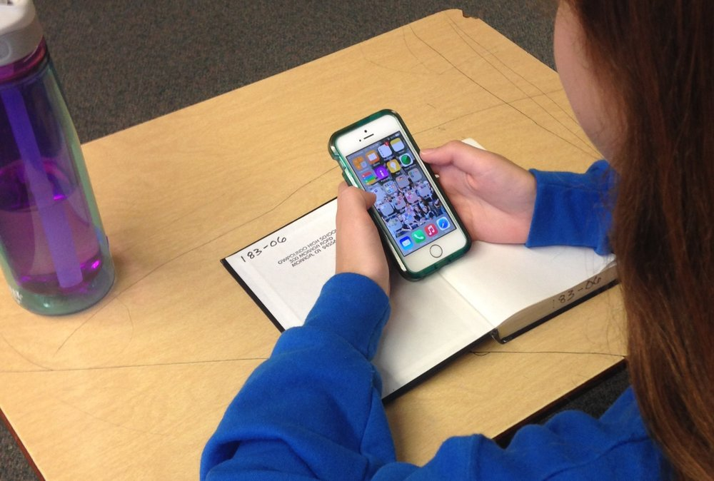 Inversionistas de Apple creen que la adicción al iPhone tiene un impacto negativo en la educación y su uso indebido puede aumentar el riesgo de suicidio. -