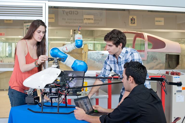 Un nuevo reporte del MIT revela las tres tendencias que están impulsando el cambio en la enseñanza en ingeniería. -