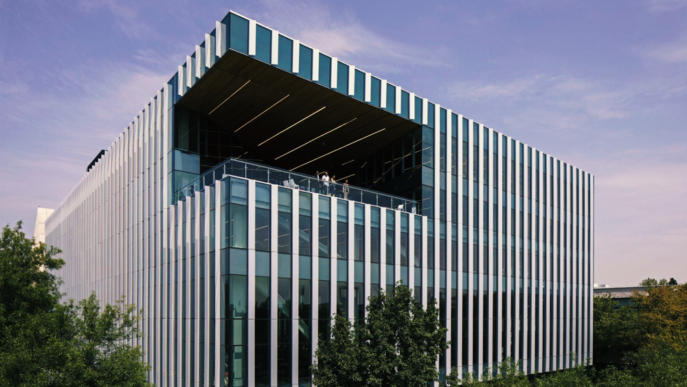 El moderno edificio, inaugurado en agosto del año pasado, obtuvo el galardón que otorgan la International Interior Design Association (IIDA) y la American Library Association (ALA). - Imágenes: Tec de Monterrey |Conecta