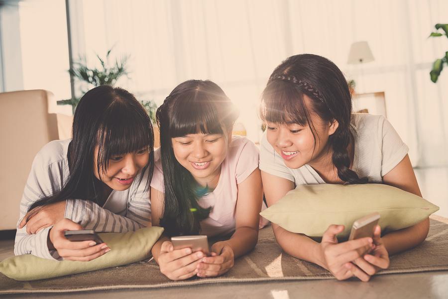 Estudio revela que el 47% de la Generación Z pasa más de tres horas diarias en YouTube. - Foto: Bigstock.com