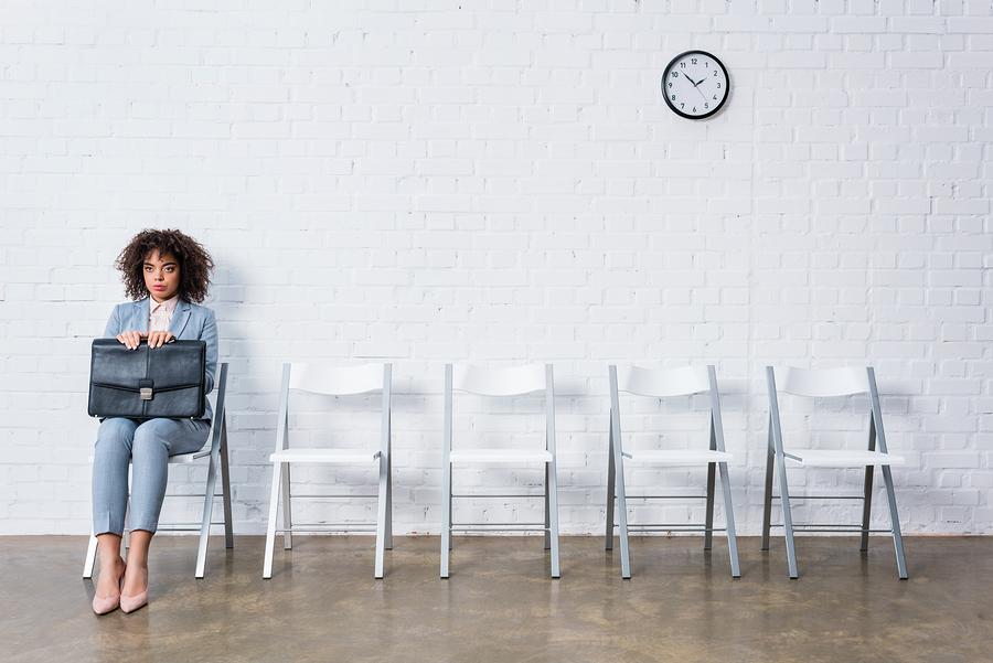 El crecimiento tecnológico global, el exceso de mano de obra no cualificada y el endurecimiento de las regulaciones migratorias agudizarán la escasez de talento. - Foto: Bigstock.com