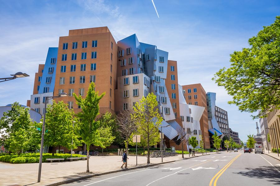 El MIT se erige como la mejor universidad del mundo por séptimo año consecutivo. - Foto: MIT Stata Center - bigstock.com