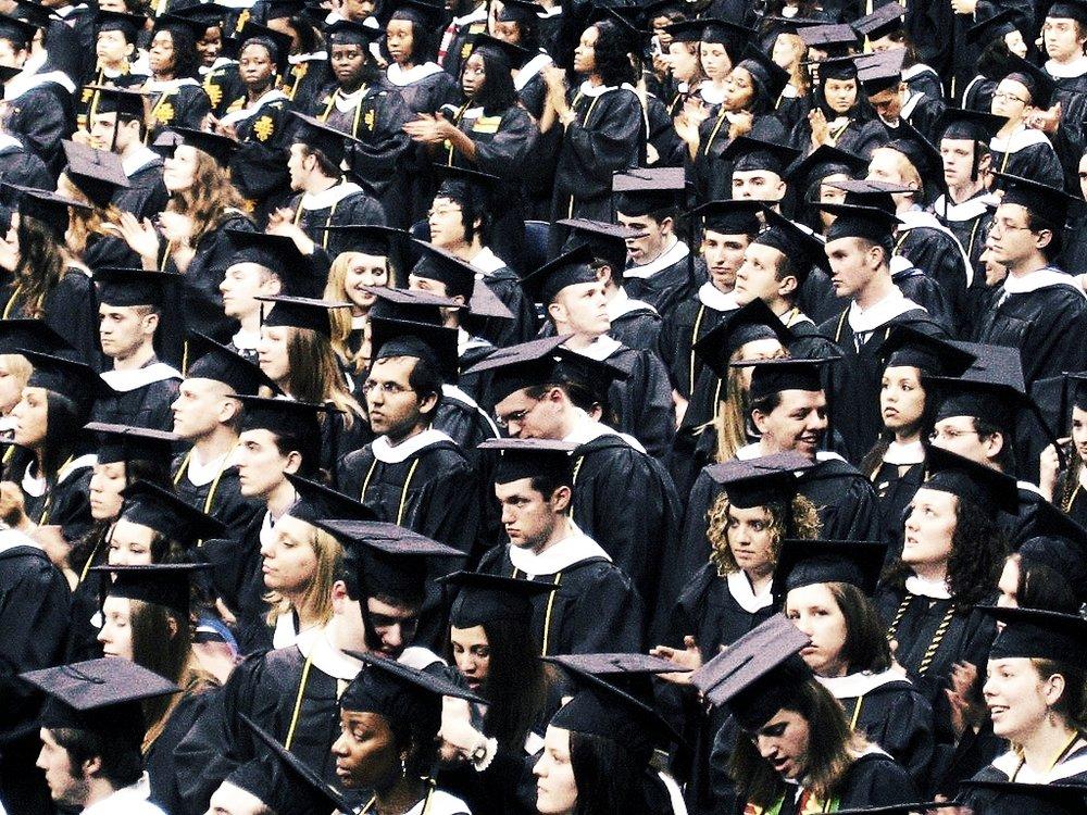 Un nuevo informe estima que para 2020 habrá unas 55 millones de ofertas de trabajo en los Estados Unidos. De esas vacantes, el 35% requerirá al menos una licenciatura. - Foto: KitAy.