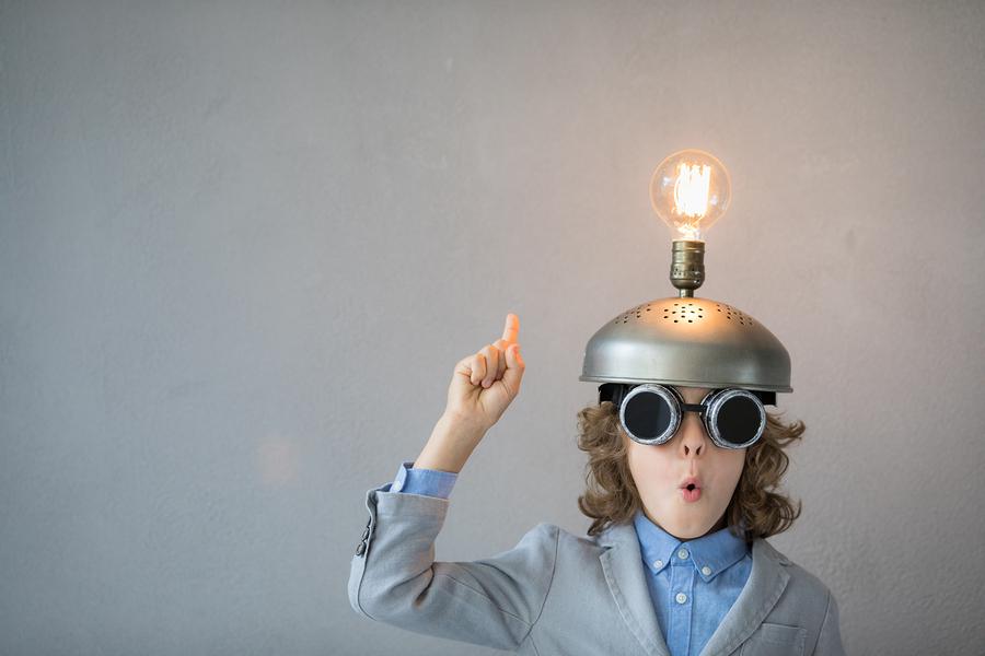 Existe una amplia variedad de recursos educativos que podemos explorar en el salón de clase. Lo más importante es tener un objetivo de aprendizaje acorde al desarrollo cognitivo y a la madurez de los niños, con un uso constructivo de las nuevas tecnologías. - Foto: Bigstock