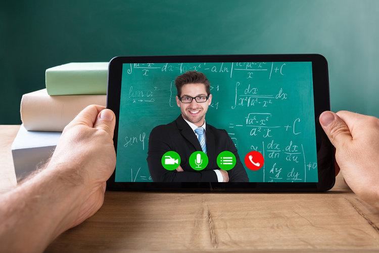 video de profesor en una tableta