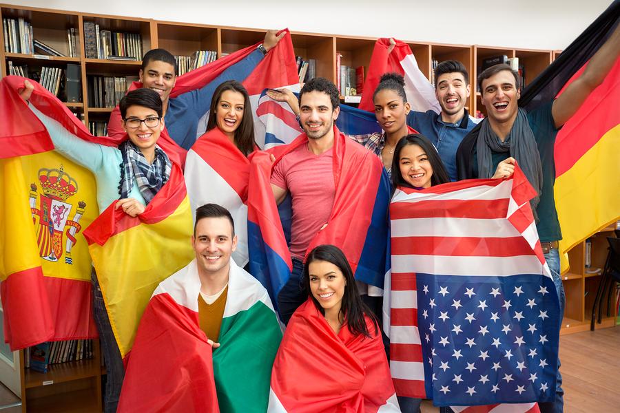 Emerson College y Paris College of Art, lanzaron una licenciatura que puede ser cursada en universidades de Estados Unidos, Francia y los Países Bajos. Este grado internacional es el primer paso hacia la eliminación de las fronteras entre instituciones educativas. - Imagen: Bigstock