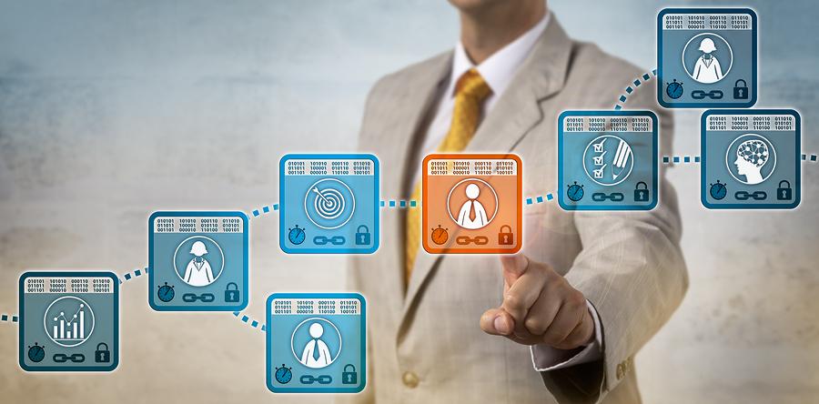 Los altos ejecutivos piensan que el blockchain transformará la manera de hacer transacciones, sin embargo, es necesario que se conecté con otras tecnologías, como la inteligencia artificial o los servicios en la nube. - Imagen: Bigstock