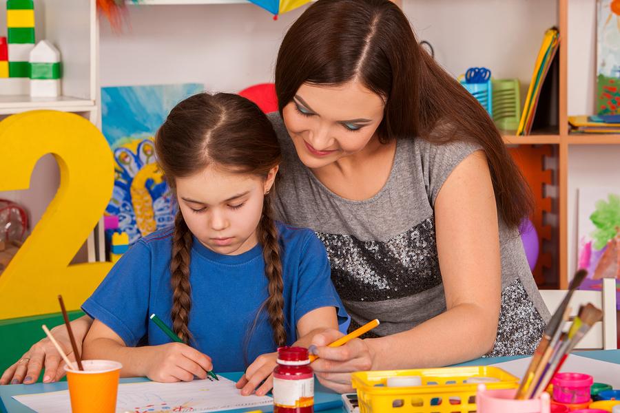 CreatED, el modelo educativo de Crayola, busca dar a maestros las herramientas para pasar de STEM a STEAM. - Foto: Bigstock