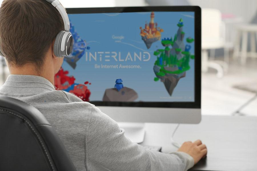 Ya sea por los juegos en línea o en las redes sociales, la mayoría de los niños tiene presencia en internet lo que los hace un blanco fácil para los ciberdelincuentes. - Foto: Bigstock
