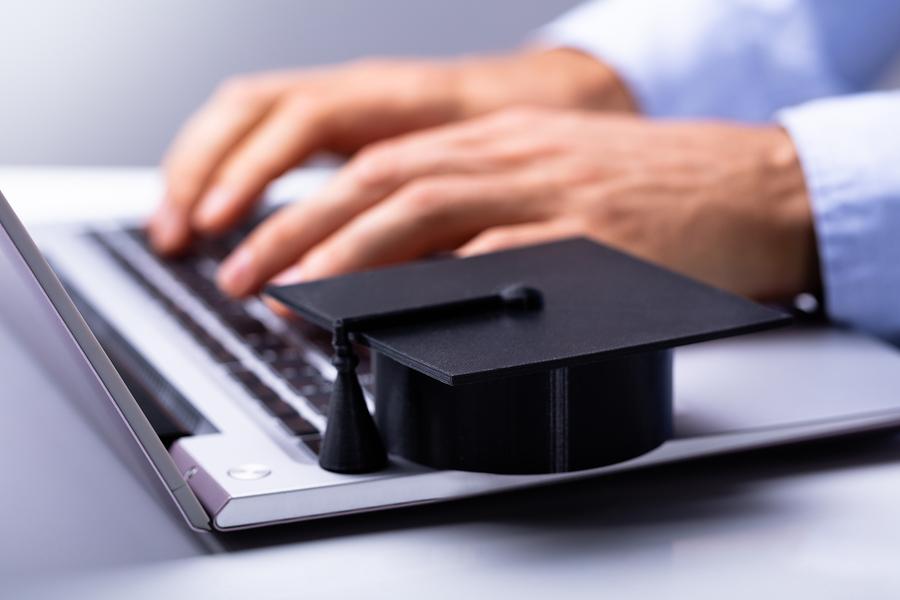 Las maestrías en línea son más asequibles. Por ejemplo, un posgrado en Georgia Tech puede costar hasta 49 mil dólares, sin contar los innumerables gastos que se generan al cambiar de residencia. Sin embargo, ese mismo programa se puede cursar en edX por menos de 10 mil dólares. - Imagen: Bigstock