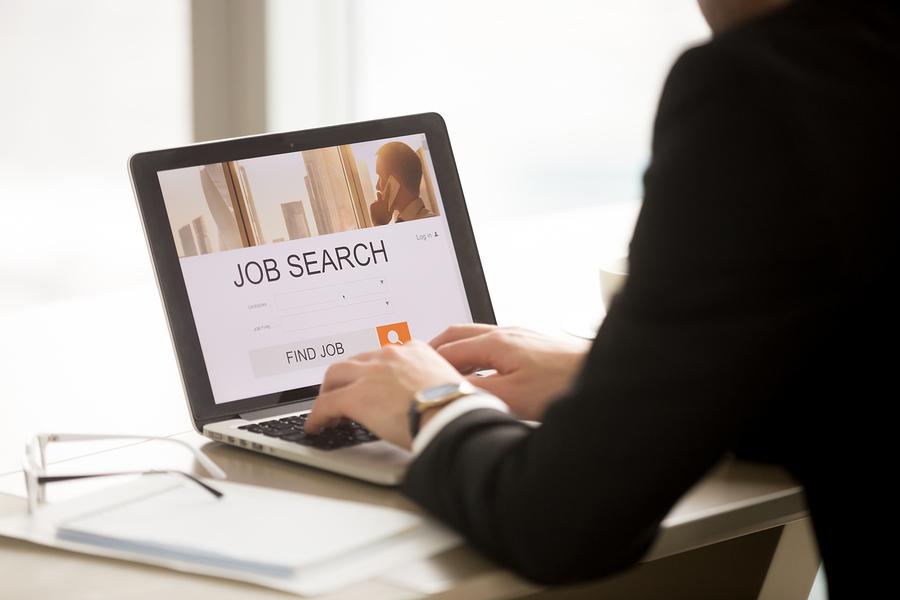 Según un estudio de LinkedIn, la generación Z es tres veces más propensa a cambiar de trabajo. - Foto: Bigstock