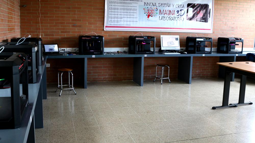 Laboratorio MakerBot del Colegio Santa Mariana de Jesús.