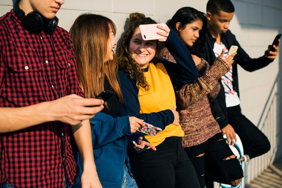 Para Pearson existen cinco segmentos de estudiantes, unos apasionados por aprender y en busca de mejores empleos, mientras otros no le otorgan valor a los grados y prefieren la educación a distancia. - Imagen: Bigstock