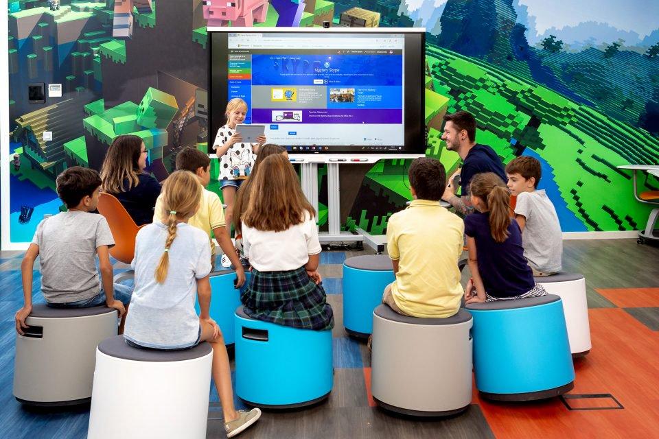 Crea Microsoft #MicrosoftEDULab, un espacio de seis zonas con distintas actividades cada una, que busca integrar la tecnología y conceptos educativos del siglo XXI. - Foto: Microsoft