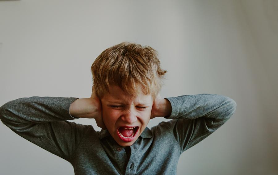 La presión de la escuela, la influencia de las redes sociales, los problemas en casa, el bullying, entre otros factores, están provocando que cada vez más alumnos experimenten problemas de ansiedad y depresión. - Foto: Bigstock