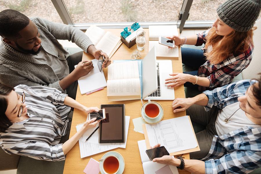Para el 2020, uno de cada cinco trabajadores en el mundo serán de la generación Z, sin embargo, aunque confían en sus habilidades y su conocimiento tecnológico, las nuevas generaciones no se sienten preparadas para entrar en la fuerza laboral. - Foto: FutureSmart
