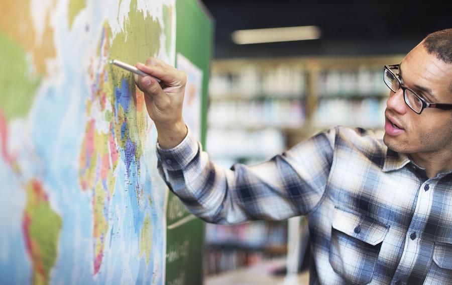 La enseñanza de la geografía debe ir más allá de la teoría. - Foto: Bigstock