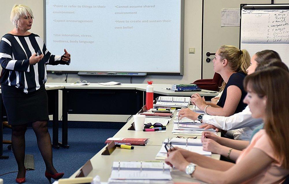 Existen diversas herramientas didácticas con beneficios positivos para los alumnos si el maestro las utiliza correctamente en la enseñanza de idiomas. - Foto por Christine June.