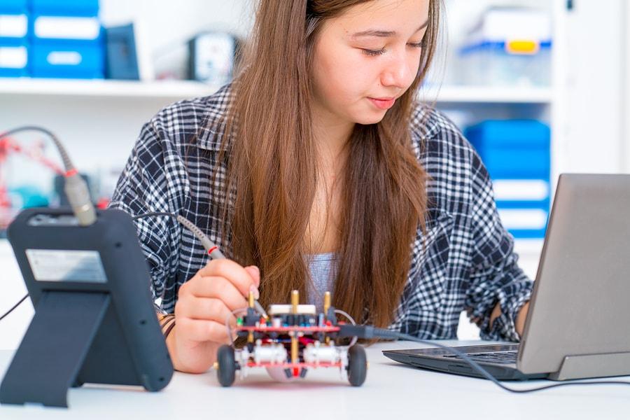 """Según una encuesta realizada a líderes académicos, este modelo prepara mejor a los estudiantes ante los retos laborales y favorece a los estudiantes considerados como """"no tradicionales"""". - Imagen: bigstock"""