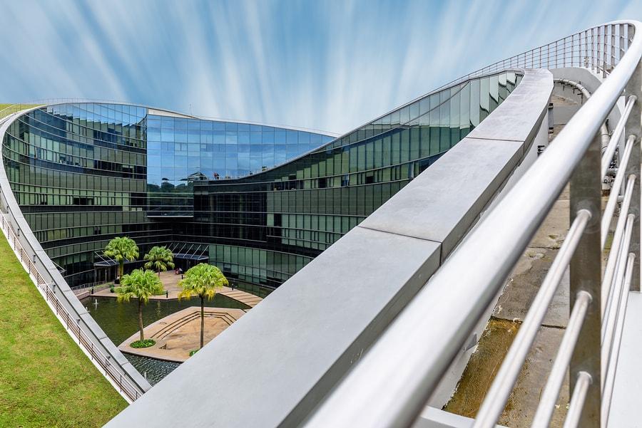 Bertil Andersson, presidente emérito de la Universidad Tecnológica de Nanyang de Singapur, comparte cómo lograron posicionarse como una de las mejores instituciones educativas del mundo. - Imagen: bigstock