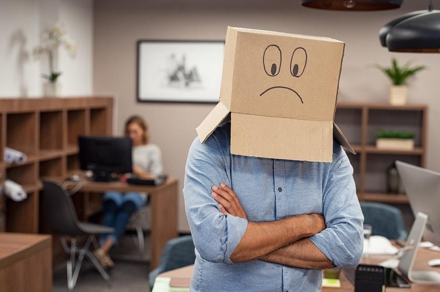 Empleado triste en el trabajo