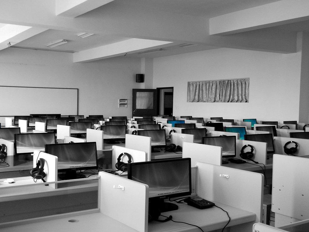 Ballena Media - Call Center especializado en proveer el mejor servicio a nuestros clientes y el mejor ambiente para nuestros colaboradores, nos especializamos en retenciones, ventas, Servicio al cliente
