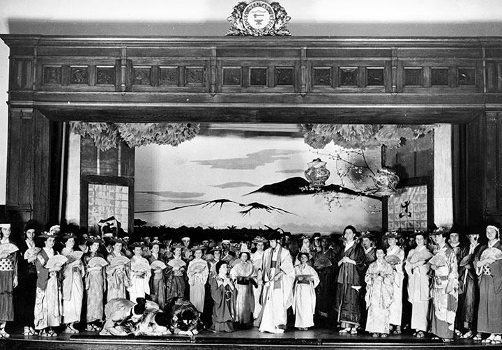 "<div class=""ch"">Middlesex production of The Mikado, 1949</div>"