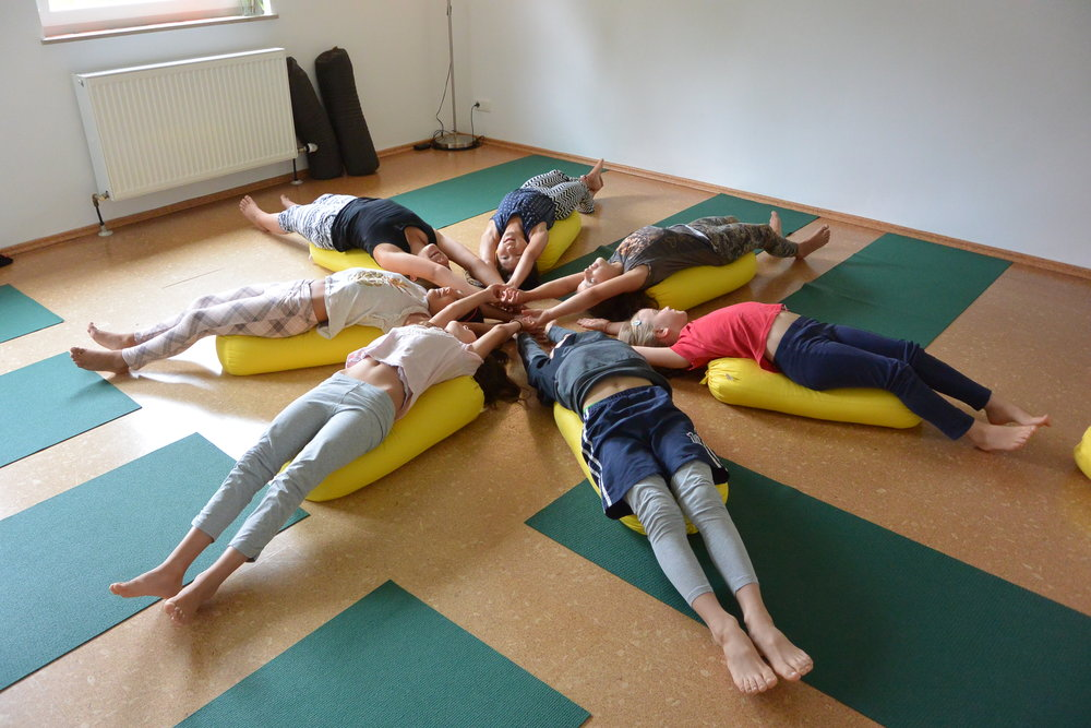 Kinder-Yoga-Englisch Camp 2016