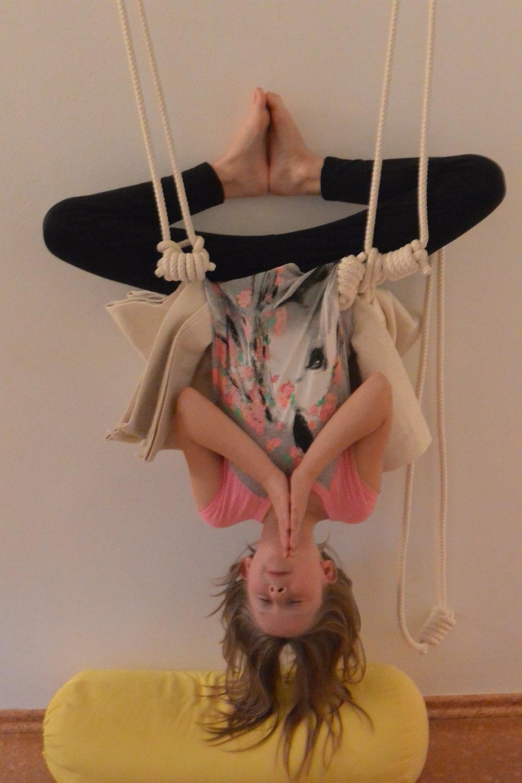 """""""Fledermaus"""" -- """"Bat"""" -- Rope Sirsasana -- Kopfstand im Seil"""