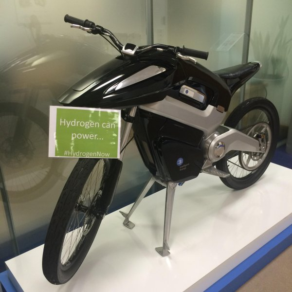 Intelligent Energy hydrogen powered motorcycle with Hydrogen sign