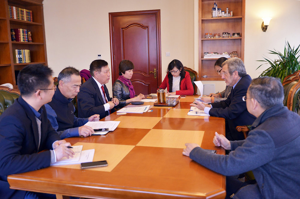 FCHEA president Morry Markowitz (second from right) meeting with the China Machinery Industry Federation.
