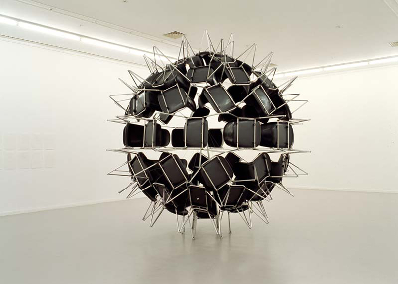 2006. 74 chairs, fixation system. 440 x 440 x 440 cm. Collection du Musée d'art contemporain du Val-de-Marne.