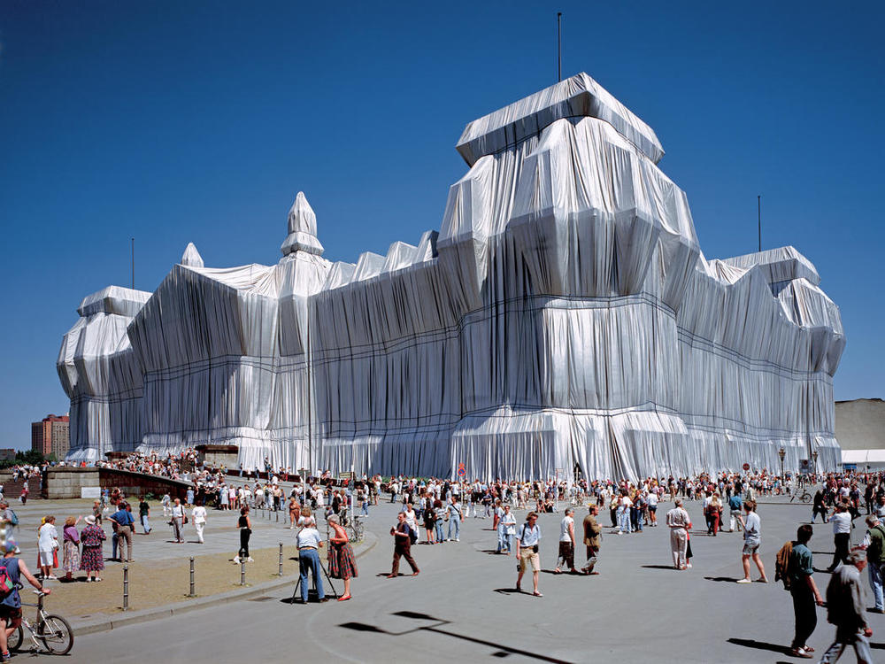 Christo and Jeanne-Claude. Wrapped Reichstag. Berlin. 1971-1995