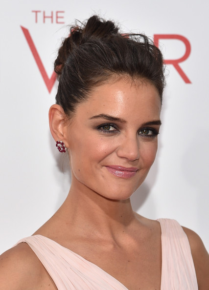 katie-holmes-makes-funny-faces-on-tonight-show-01.JPG
